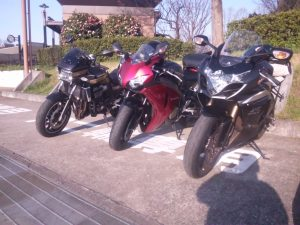 右から GSX-R CBR1000RR ZRXDAEG